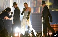 جنیفر لوپز در مراسم بیلبورد ترانه «دینرو» را اجرا کرد