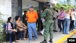 سربازان ارتش ونزوئلا امنیت حوزه های رای گیری در کاراکاس را تامین کردند