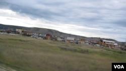 西伯利亚东部的俄罗斯萨哈-雅库特共和国首府雅库特市市郊。(美国之音白桦拍摄)