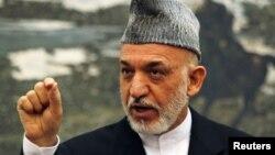 阿富汗總統卡爾扎伊2012年6月12日在喀布爾的一個新聞發佈會上(資料照片)