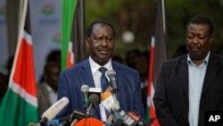 លោក Raila Odinga មេដឹកនាំក្រុមប្រឆាំងកេនយ៉ាធ្វើសេចក្តីថ្លែងការណ៍ទៅកាន់សារព័ត៌មាន នៅក្នុងក្រុងណៃរ៉ូប៊ី កាលពីថ្ងៃទី៣១ ខែតុលា ឆ្នាំ២០១៧។