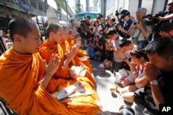 Buddhist monks hold a prayer at the Erawan Shrine at Rajprasong intersection in Bangkok, Thailand, Aug. 19, 2015.