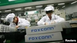 正在深圳龍華富士康廠房工作的工作工人