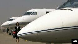 """2007年2月6日香港亚洲国际航空展览会暨论坛上展出的""""湾流""""喷气式商务飞机。(资料照)"""