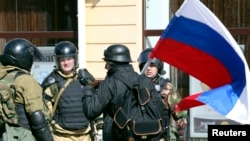 Giới hữu trách ở vùng Crimea của Ukraina cho biết 97% cử tri đã bỏ phiếu ủng hộ cho việc tách khỏi Ukraina để sáp nhập vào Nga.