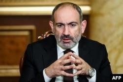 Le Premier ministre arménien Nikol Pashinyan donne une interview à Erevan, le 06 octobre 2020