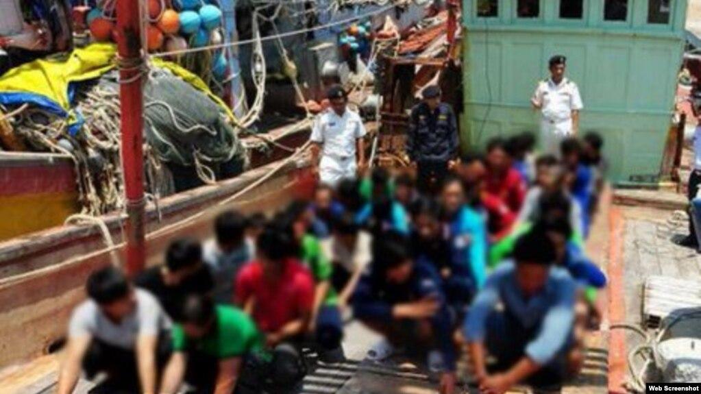 """Các ngư dân Việt Nam bị Malaysia bắt giữ trong các cuộc tuần tra hồi tháng 3/2016. Malaysia nói đã bắt giữ 123 ngư dân Việt Nam """"đánh bắt trái phép"""" trên hải phận của họ trong tháng này. (Ảnh chụp màn hình trang web vnexpress.net)"""