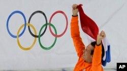 Stefan Groothuis, merebut medali emas untuk Belanda dalam cabang 1.000 meter speedskating Olimpiade Musim Dingin 2014 yang diselenggarakan di Adler Arena, Sochi (12/2).