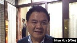 台湾民进党立委庄瑞雄2016年6月26日晚在立法院接受美国之音采访(美国之音记者申华 拍摄)