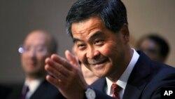 Các tài liệu bị rò rỉ cho thấy ông Lương Chấn Anh đã bí mật nhận hàng triệu đôla từ công ty UGL 5 ngày sau khi tuyên bố ra tranh chức Trưởng quan Hành chính Hồng Kông.