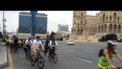 ABŞ səfiri Bakı yollarında velosiped sürüb