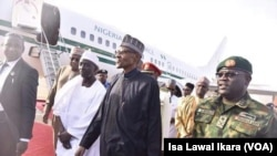 Shugaba Buhari, bayan ya sauko daga jirgi