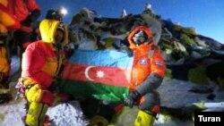 Azərbaycan bayrağı Everestdə