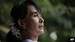 Bà Aung San Suu Kyi đã bị đặt trong tình trạng bị quản thúc tại gia trong hầu hết 2 thập niên qua, trước khi được phóng thích hồi năm 2010.