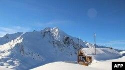 Foto tanpa tanggal ini menunjukkan lokasi longsor salju yang menewaskan lima tentara dari pasukan Legiun Asing Perancis dekat resor Valfrejus di Pegunungan Alpen Perancis, 18 Januari 2016.