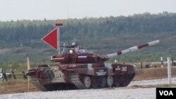 参赛的俄罗斯队坦克 (美国之音白桦 拍摄)