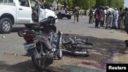 Pasukan keamanan Chad mengamankan lokasi serangan bunuh diri di N'Djamena, Senin (15/6).