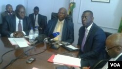 FILE: Finance Minister Patrick Chinamasa meeting with African Development Bank officials in Harare. (VOA)