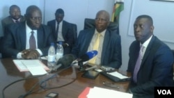 Finance Minister Patrick Chinamasa (second, right) meeting with African Development Bank officials in Harare. (VOA)