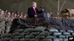 Presiden AS Donald Trump ketika mengunjungi pasukan AS di Afghanistan, 28 November 2019 (foto: dok).
