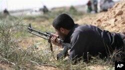 Libye : l'offensive des rebelles se heurte aux soldats de Kadhafi