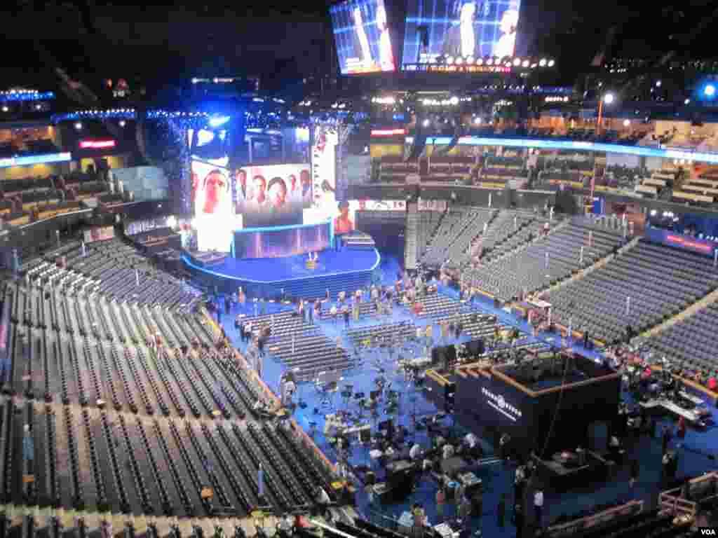 Le Time Warner Cable Arena abrite la Convention 2012 du parti Democrate.(N. Pinault/VOA)