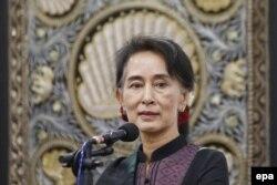 """Bà Aung San Suu Kyi kêu gọi cộng đồng quốc tế dành cho Myanmar """"không gian đầy đủ"""" để giải quyết vấn đề của người Rohingya."""