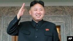 태양절 행사가 진행된 가운데 거수경례로 답하는 북한 김정은 국방위원회 제1위원장.