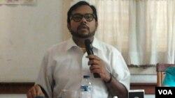 Koordinator Komisi untuk Orang Hilang dan Korban Tindak Kekerasan (Kontras) Haris Azhar Aziz (foto: VOA/Iris Gera)