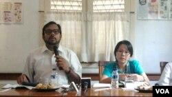 Haris Azhar (Kontras) dan Khalisah Khalid (Walhi) dalam diskusi menyoroti capres dan cawapres soal sumber daya alam di Jakarta, Kamis, 12 Juni 2014 (Foto: VOA/Iris Gera)