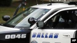 Uno de los vehículos de la policía de Dallas tiroteados durante el ataque.