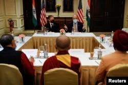美国国务卿布林肯在新德里会见民权组织代表。(2021年7月28日)