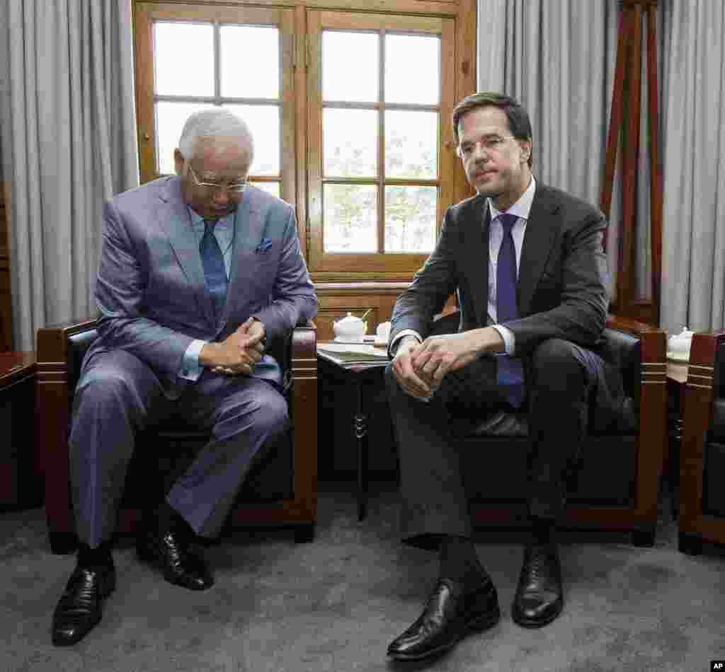 Malaysian Prime Minister Najib Razak (left) and Dutch Prime Minister Mark Rutte prior to their talks in The Hague, Netherlands, July 31, 2014.