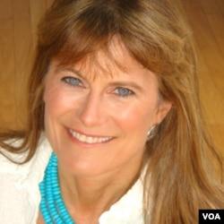 Jacqueline Novogratz, es la directora de Acumen Fund y recuerda como un simple suéter influenció su trabajo a nivel global.
