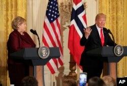 Tổng thống Donald Trump phát biểu trong một cuộc họp báo chung với Thủ tướng Na Uy Erna Solberg trong Phòng Đông của Nhà Trắng, ở Washington, ngày 10 tháng 1, 2018.