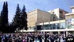 Prizor sa masovnih studentskih demonstracija protiv sirijskog predsednika Bašara al-Asada, održanih u sredu, 22. februara, u sirijskom gradu Alepu