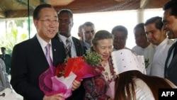 Генеоальний секретар ООН Пан Гі Мун з дружиною прибули до Бірми