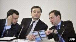 Аркадий Дворкович, Владислав Сурков и Дмитий Медведев