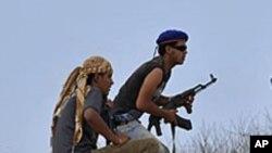 시르테를 공격하는 임시정부 전사들
