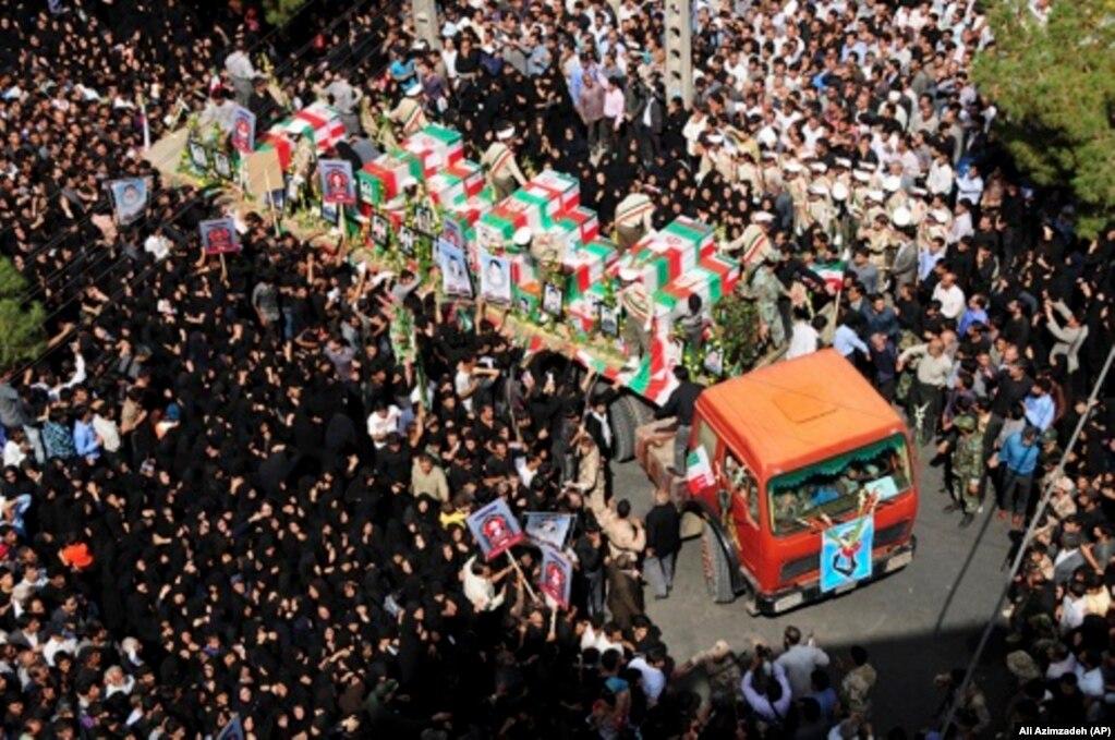 SünniaşırıcıgrupJundallah,İran'ıngüneydoğusundakiZahedankentindekibirŞiicamisineiki bombalıintiharsaldırısıdüzenledi.Saldırıda27kişiöldü, 270kişiyaralandı. 16 Temmuz 2010