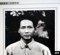 记者发现,毛泽东在1931年拍摄的这张照片里就已经有痣了,说明毛并不是在遵义会议以后才得痣的
