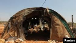 2016年8月4日,叙利亚阿勒颇省被抵抗力量占据的阿塔里布城外遭到空袭。难民们居住的帐篷被毁。