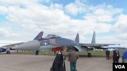 2013年莫斯科航展上展出的蘇-35戰機 (攝影﹕美國之音白樺)