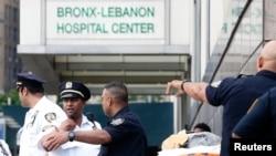 پولیس اہل کاروں نے نیویارک کے برانکس لبنان اسپتال کو حصار میں لے رکھا ہے۔ 30 جون 2017
