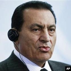 Bush: Mubarak Informed US that Iraq Had Biological Weapons