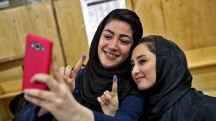 در دور اول در تهران، مردم سی نماینده میانه رو و اصلاح طلب را برگزیدند.