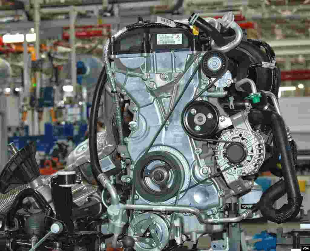 Деякі автовиробники імпортують двигуни до Таїланду. Інші - збирають на місці.