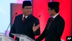 Paslon 02, Capres Prabowo Subianto dan Cawapres Sandiaga Uno, dalam acara debat perdana di Jakarta, Kamis malam (17/1).