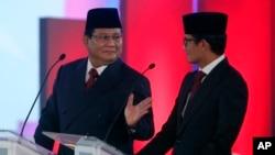 Paslon 02, Capres Prabowo Subianto dan Cawapres Sandiaga Uno, dalam acara debat perdana di Jakarta (foto: dok).