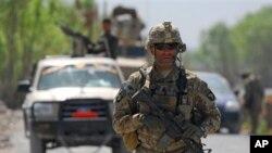 Vojnik američkih snaga u Afganistanu u ophodnji sela Tarok Kolache, 1. travnja, 2011., koje su do nedavno kontrolirali talibani (Photo/ U.S. Navy Ensign Haraz N. Ghanbari)